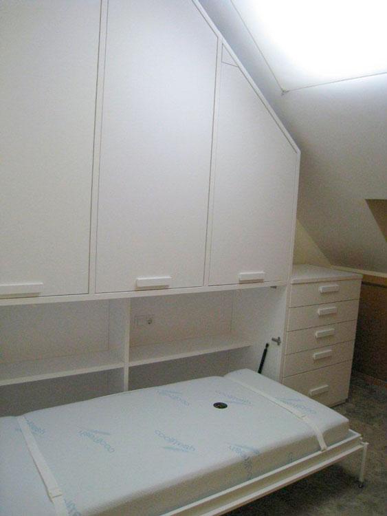 Habitaci n infantil con techo abuhardillado for Abuhardillado