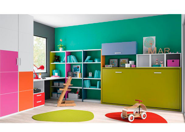 Dormitorio infantil con cama abatible horizontal, librerias, mesa estudio y armario con colores vivos.