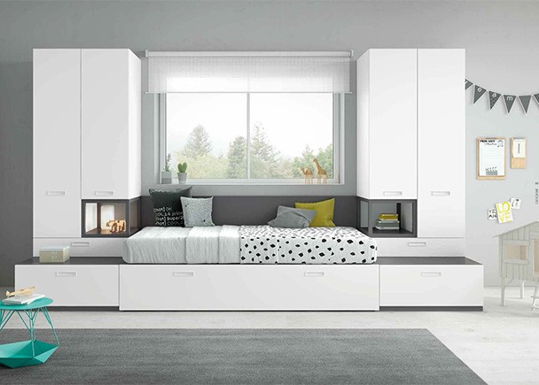 Dormitorio con cama abatible vertical de matrimonio: -cama abatible vertical para colch&oacute;n de 135x190. Medida cerrada 153,5x210x31 -armario 3 puertas de 120x236x60,5 -libreria con puerta y cajones de 60x236x60,5 COLORES: OLMO-BERENGENA-ARENA