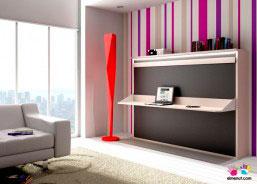 Mueble para salón con una cama abatible horizontal de matrimonio con escritorio abatible.