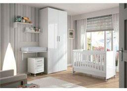 Habitación para un bebé equipada con una bonita cuna del modelo TOP y cambiador EVOLUTIVO en tonos claros.