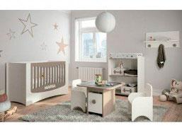 Habitación de bebé equipada con una cuna del modelo EASY. La cuna EASY es una cuna que se monta rápidamente y sin necesidad de herramientas.