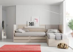 Dormitorio aprovechando al maxímo el espacio en una pared de 3,60 metros, con 2 camas, escritorio y elementos contenedores, aportando capacidad y orden.