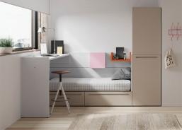 Dormitorio juvenil con cama tatami de 150x190 con mesitas, que convierten el dormitorio en un espacio diáfano.