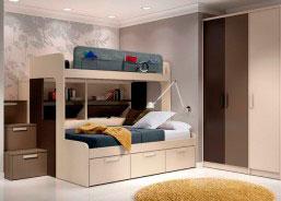 La cama superior tiene una medida habitual para colchón de 90 x 190, mientras que la cama de abajo está diseñada para un colchón de 135.