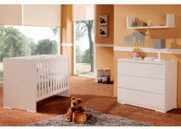Dormitorio de bebé con cuna lacada modelo Aqua, de 60