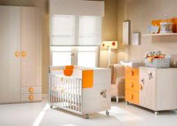 Habitación de bebé con cuna abejas, cómoda abejas, armario 2 puertas con 2 cajones exteriores, cambiador y colchoneta cambiador.