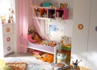 Habitaci&oacute;n infantil con cama peque&ntilde;a de 70*140, armario de 2 uertas 93*226 y sinfonier con 3 cajones contenedores.