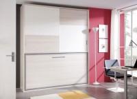 Dormitorio juvenil con cama abatible horizontal y armario de puertas correderas económico : con partidor, estante, barra y puertas con diseño a franjas para combinar colores.