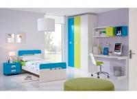 Habitación infantil compuesto por cama individual con cabezal y mesita, armario de 3 puertas, mesa de estudio con sobre cóncavo y cubos y estante con trasera a pared