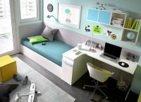 Habitación infantil compuesta por un armario muy completo en su distribución interior; mesa de estudio con un bajo librería y soporte sobre cama compacta de 4 contenedores y cama nido, los estantes a pared llevan trasera y laterales metálicos de apoyo.