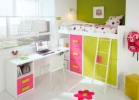 Habitaci�n infantil compuesta por una cama block con un bajo armario de 2 puertas de 100, un m�dulo 3 contenedores de 50 y un m�dulo estantes de 50. Lo complementa una mesa de estudio que apoya sobre el bajo estantes de la cama y un m�dulo de cajones y hueco.