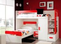 Habitación infantil compuesta por litera con cama y mesita con ruedas, armario block de 1 puerta y escalera integrada en el propio mueble con un contenedor bajo y estantes de fondo.