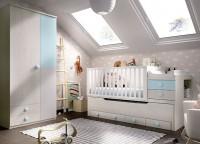 Habitación infantil compuesta por cama nido con 4 cajones contenedores y quitamiedos; 2 librerías de estantes con puertas y 2 módulos de puerta elevable.