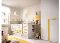 Habitaci&oacute;n infantil compuesta por compacto de 1 cama con cajones y quitamiedos para bases planas, mesita de 2 cajones con ruedas, estantes con trasera a pared y armario de 1 puerta con terminal recto de estantes.