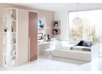 Dormitorio juvenil compuesto por cama nido con respaldo y somier de arrastre nido; arcón con un contenedor y un cajón; estante a pared con soportes rectos y otros tipo cubo; armario de 2 puertas con tirador largo de 100 cms y terminal de estantes con espejo.