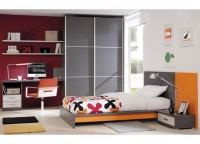 Dormitorio juvenil compuesto por cama panel con bañera plana para colchón de 105, armario de puertas correderas japonesas de 160x220 y zona de estudio con bajo cajones y hueco, mesa de 152 cms y 2 estantes de la misma medida con soportes ocultos.