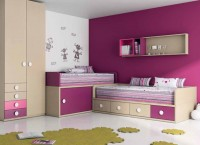 Habitacin infantil con cama compacta de puertas correderas de 90x190, compacta de 4 cajones fijos de 90x190 y estanteras de pared con cubos. Armario 2 puertas con 4 cajones exteriores izquierda.