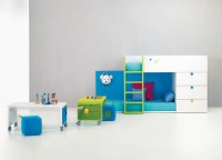 Habitaci&oacute;n Infantil Tren tarima 2 Camas y 3 Cajones sinfonier . Medida total 275*100 altura 140cms 1 Escalera para tren 1 Trasera color para cama con perchero Mesas y puf opcional. No se necesita somier