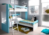 Habitaci&oacute;n infantil con armario de puertas y cajones, escalera con cajones, original litera infantil con forma de castillo, cubos con tapa y ruedas, mesa escritorio con forma y estanter&iacute;as colgadas de pared horizontal/vertical.