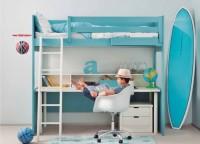 Dormitorio infantil con litera alta y mesa de escritorio.Está integramente fabricado en madera de haya y acabado con lacas texturada de color AZUL DRAGÓN.Los elementos que componen esta habitación son los siguientes:-Litera XL lisa con friso para colchón de 90 x 190-Quitamiedos de 150-Tapa de 202 x 80-Tubo metálico de refuerzo de 200cm-Repisa de mesa de 200 x 20 x 23-Pata cilíndrica de madera de 69 cm h-Bajo de 2 cajones de 55 cm-Tapa para módulo de 55 de ancho x 52 F-Juego de ruedas ocultas para módulo bajoComplementos opcionales (no incluídos en el precio):-Maxi Box móvil de 70 x 15 x 12-Box de 40 x 15 x 12