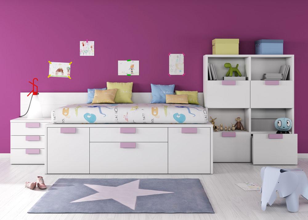 Dormitorio infantil con librerías bajas en las que hemos alternado los huecos con cajones de gran capacidad