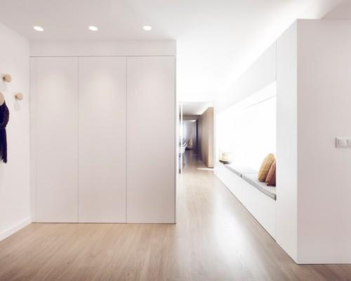 armario blanco en recibidor