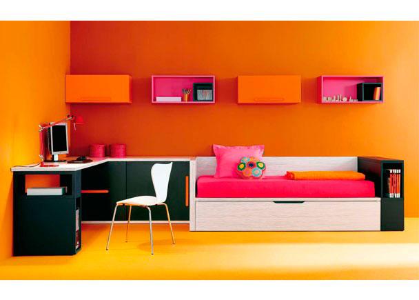 Moderna habitación infantil con cama nido con arcón lateral y mesa de estudio modular. Con los módulos para colgar se pueden realizar composiciones