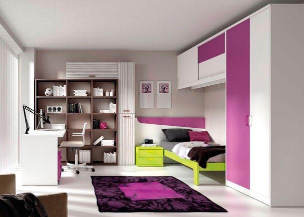 Dormitorio con cama aro de 90x190 y cabezal corrido con mesita, armario a los pies de la cama que se completa con puente altillo de puertas correderas