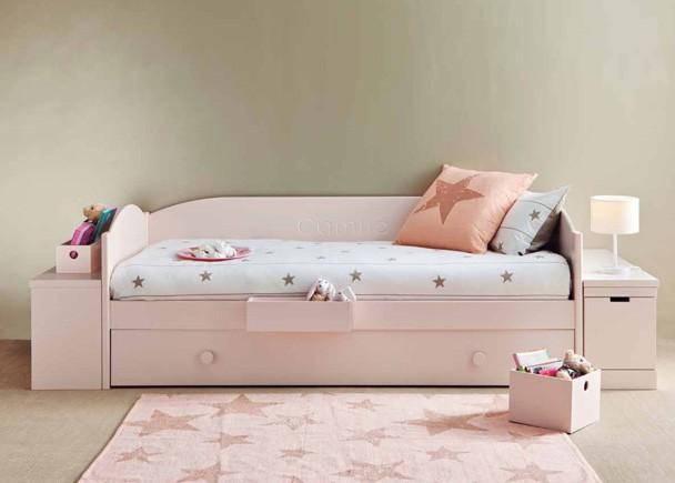 Dormitorio juvenil modular de alta calidad de línea colonial y romántica. Está íntegramente fabricado en madera de haya con lacas texturadas.