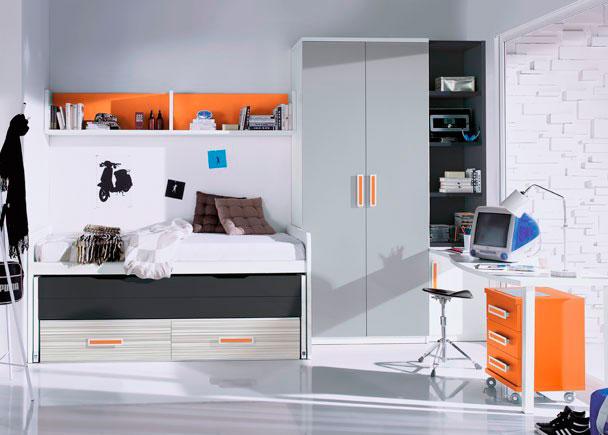Luminosa habitación juvenil en la que predominan las líneas rectas y los tonos claros. El equipamiento cuenta con un armario de 1