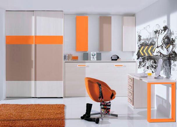 Habitación juvenil con armario de 160 de ancho que incorpora dos puertas correderas acabadas con paneles de colores combinados.Junto al armario
