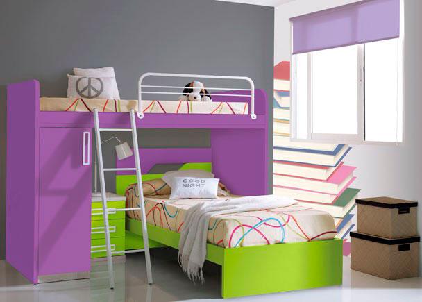 Dormitorio infantil amueblado con cama modelo TOP de 90 x 190 de cabecero acabado en dos colores contrastados.Sobre ella y en posición transver