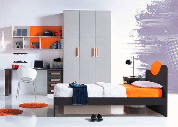 Dormitorio juvenil con armario de 135 de 3 puertas correderas.Para la mesa de estudio, hemos optado por una encimera rectaq de 150, apoyada sobre un m