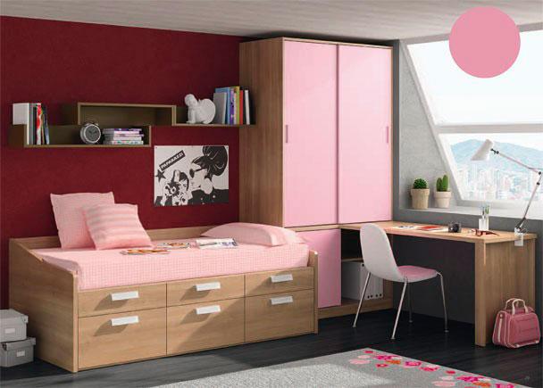 Habitación infantil con armario de dos puertas correderas en la parte superior. La parte inferior del armario presenta una puerta corta y un hu