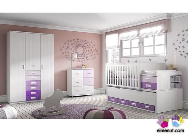 Habitación de bebé equipada con un modelo de convertible de barandilla recta, para colchón de 140 x 70. Este modelo incluye una segunda cama desliz