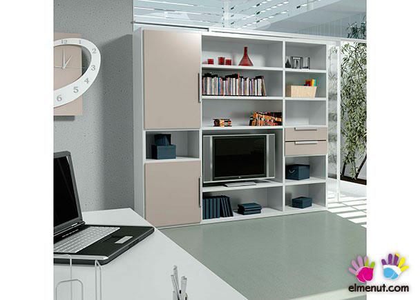 Salon con libreria con puertas batientes y cajoneras - Librerias modulares ...