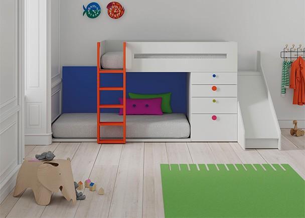 Habitaci n infantil con literas tren y tobog n elmenut for Habitacion con litera