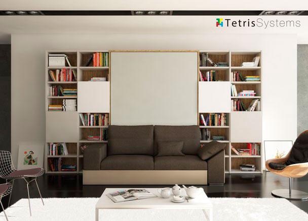 Salón con cama abatible matrimonio con sofá y librería