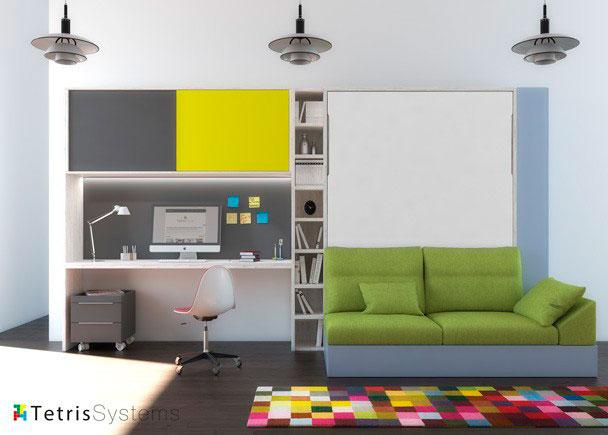 Dormitorio con cama abatible vertical con sofá