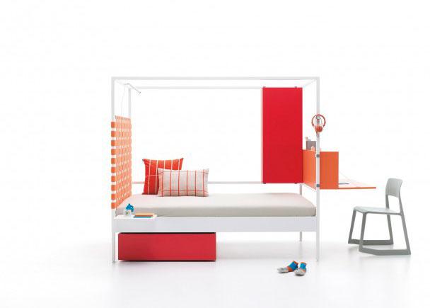 Litera minimalista de estructura metalica con accesorios para medida de colchón de 90 x 200. Como complemento lleva un cabezal de cinchas elásticas,