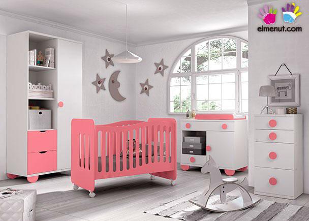 Dormitorio Infantil equipado con una práctica cuna con ruedas + Armario de 2 puertas + Comoda-Cambiador,Los elementos que integran este ambiente son