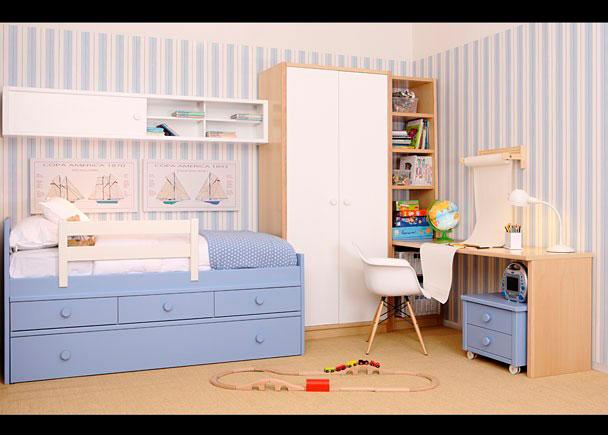 Dormitorio infantil equipado con los siguientes elementos:-Nido Block modelo Bahía con brazos de 101y 74 cm h-Galería de 202 cm con puerta corredera