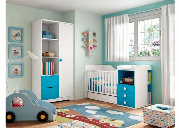 Habitación Juvenil equipada con cuna convertible y armario.