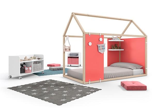 Dormitorio con cama en forma de casita y paneles con - Habitaciones camas abatibles ...
