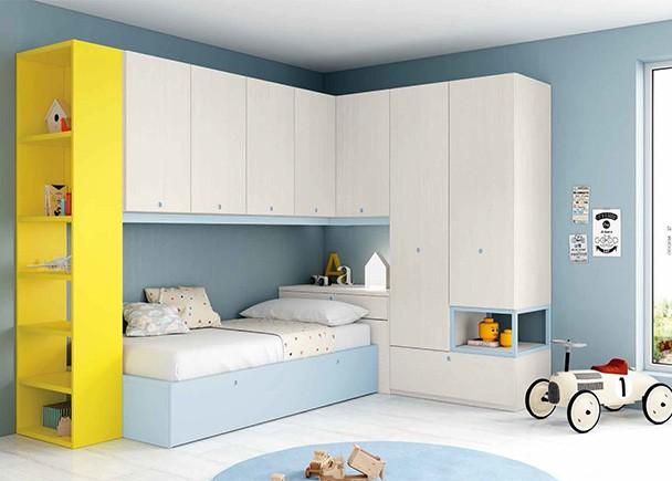 Habitaci n infantil con cama nido armarios y altillo for Armario habitacion infantil