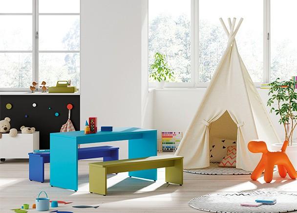 Zona de juegos con mesita infantil y bancos de asiento - Precio habitacion infantil ...