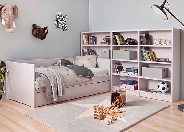 Dormitorio juvenil modular de calidad de linea colonial y romántica, fabricado en madera de haya con lacas texturadas.