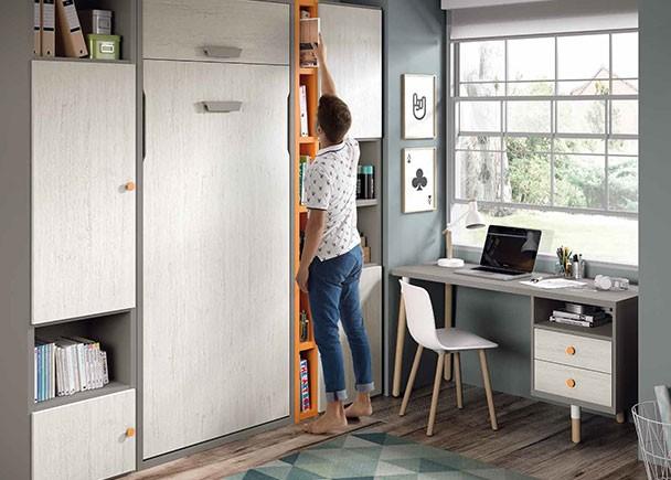 Habitación juvenil, equipada con una cama abatible vertical para colchón de 90 x 190. El ambiente cuenta con librerías asimétricas que combinan zo