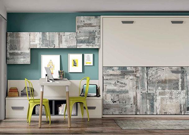 Habitación juvenil con litera abatible horizontal. A la izquierda de las camas se sitúa la zona de estudio y una práctica composición mural a base
